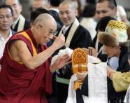 Una instantánea de S.S. el Dalai lama en su visita a Japón