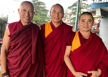 monjos de Gaden Jangtse Hardong Khangtsen