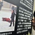 Una mujer mira los últimos comunicados de las autoinmolaciones en el Tíbet, en una exposición organizada por Amnistía Internacional en Taiwan, Taipei el 29 de junio de 2012. (Mandy Cheng/AFP/Getty Images)