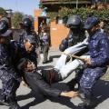 REUTERS: Un activista tibetano es detenido por agentes nepalíes el pasado mes de febrero