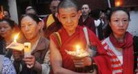 Tibetanos exiliados participan en una vigilia con velas en McLeod Ganj el 28 de agosto de 2012.