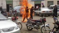 Un hombre en llamas. Foto de archivo.ap